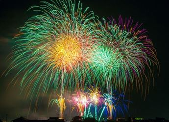 fireworks-180553_345